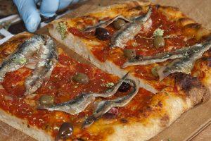 Pizza de Sardinha? Conheça essa delicia - Pizza de sardinha